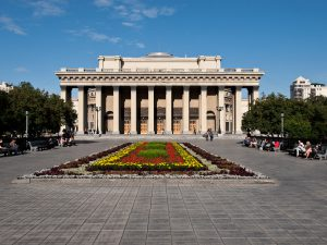 fs1000x800px-Novosibirsk_Opera_and_Ballet_Theatre_1